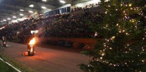 Siegener Weihnachtssingen Weihnachtsbaum Tribüne IMG 6338